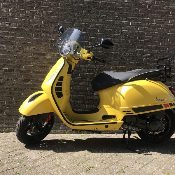 vespa motor geel