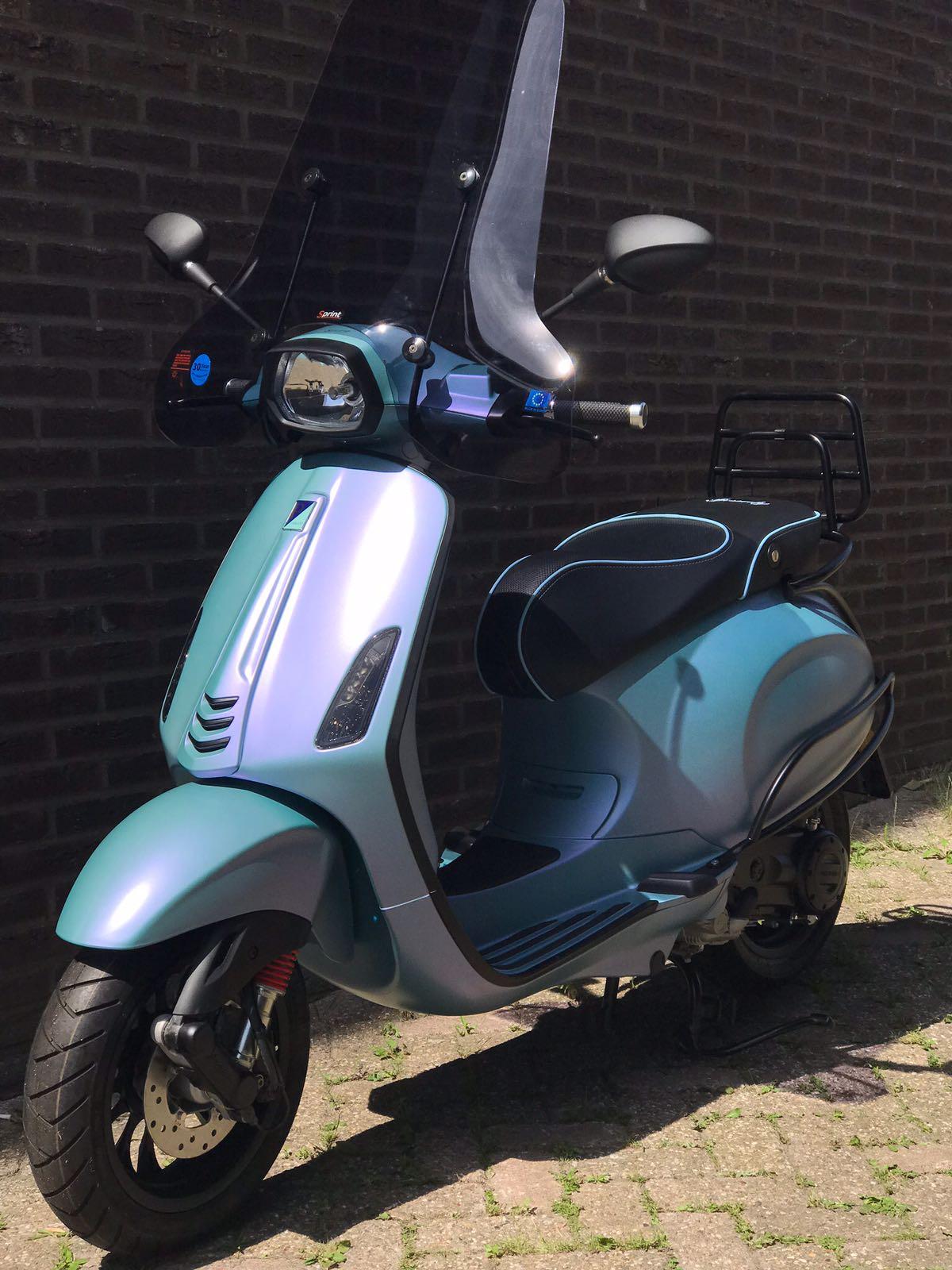 e6f64ce603f2fd Vespa Sprint Metallic Baby Blauw   Scooter Centrum Ypenburg